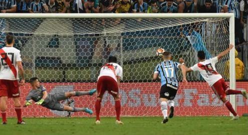 Gremio-x-River-Libertadores-AFP